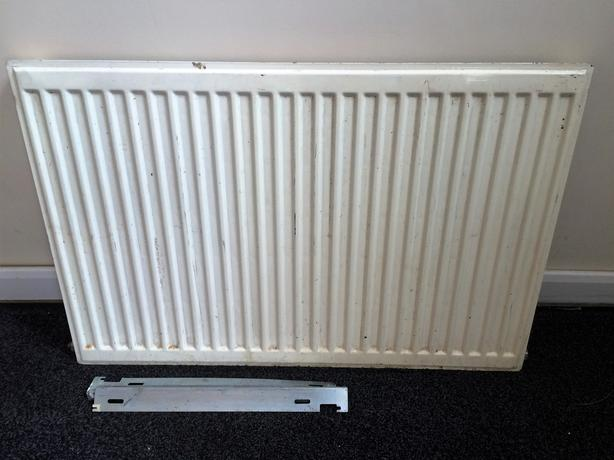 Single convector radiator with brackets.