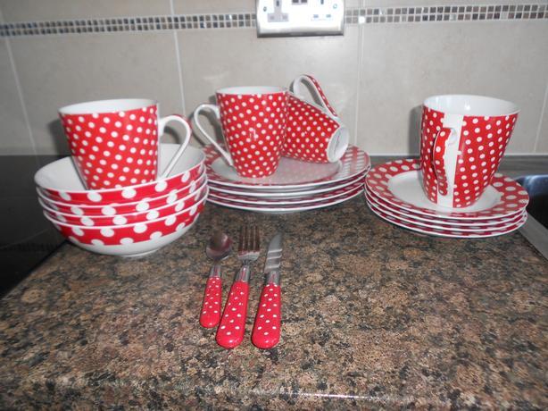 Dinner service, Red Polka dot, ceramic.