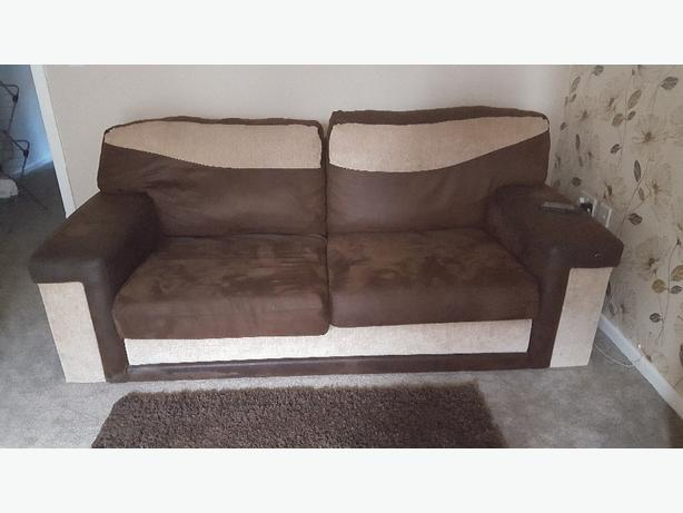 3 seater sofa/settee and two armchairs