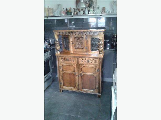 FOR SALE BEAUTIFUL OAK CABINET