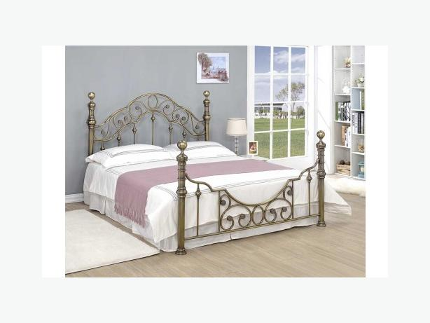 Shabby chic brass metal bed