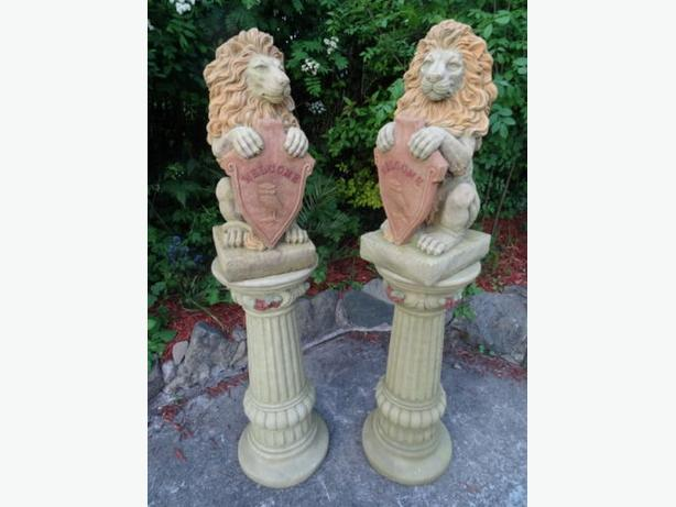 2 Large Matching Stone Lions Welcome Shields On Plinths Entrance Garden Statues