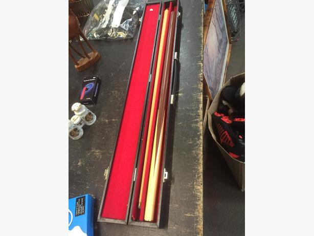 cased snooker cue