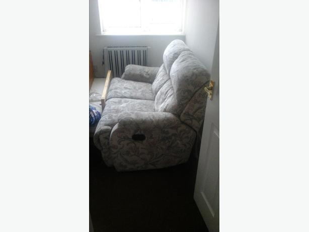 Flowered fabric 2 seater recliner