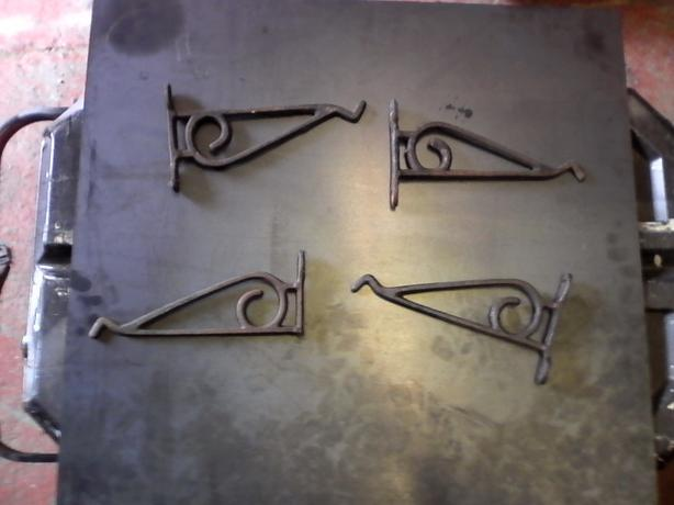 cast iron hanging brackets x4