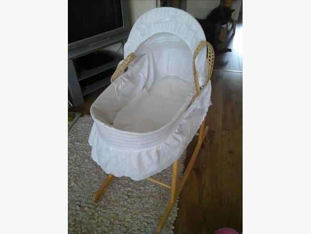 kinder valley broderie anglais moses basket