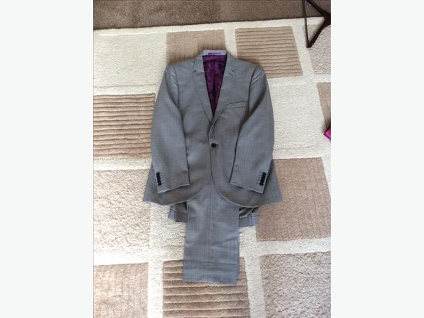 Mans light grey suit.