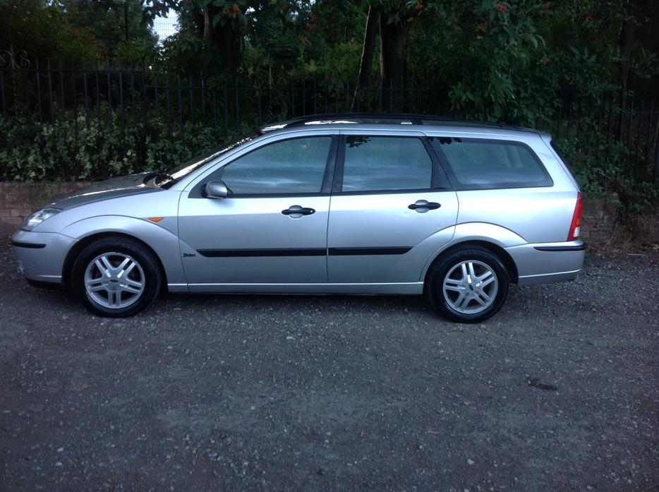 2003 53 ford focus 1 8 zetec estate silver excellent. Black Bedroom Furniture Sets. Home Design Ideas