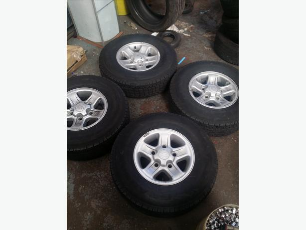Genuine Land Rover Defender Alloys wheels with part worn tyres