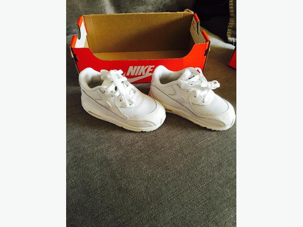 baby infant white airmax 7.5 BRAND NEW