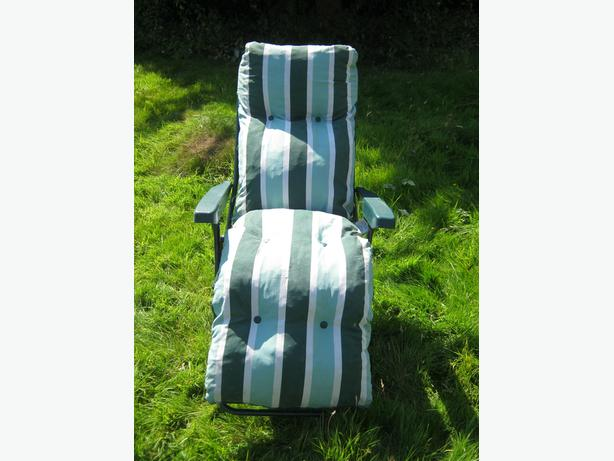 Reclining Sun Lounger With Green And White Cushion