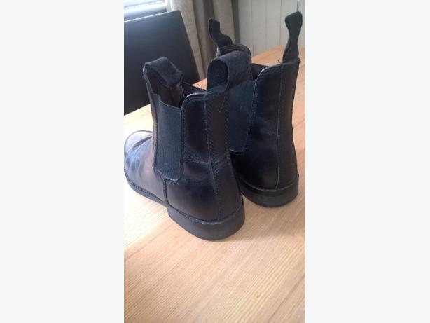 black leather Chelsea boots uk size 7