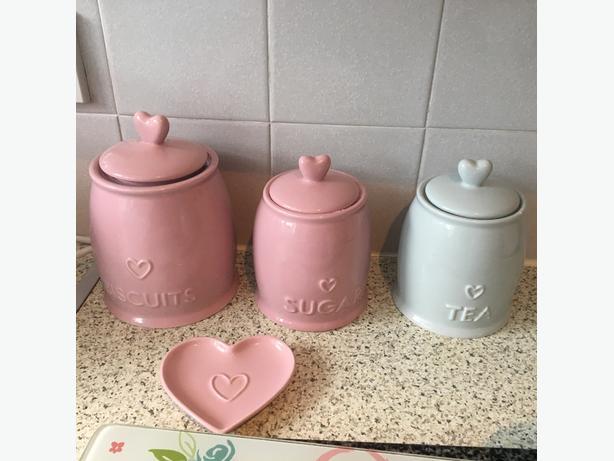 pink&blue kitchen items