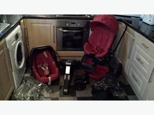 Quinny Moodd Pushchair w/Maxi cosi pebble car seat familyfix car seat base