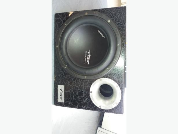 working 1200 watt vibe sub and amp