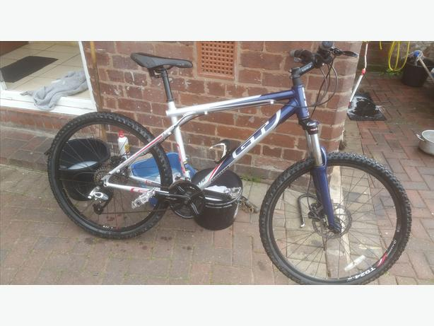 GT mountain bike hydraulic brakes