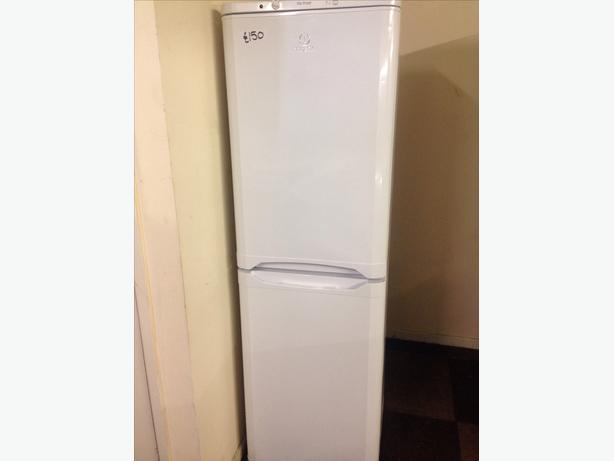 INDESIT WHITE FRIDGE / FREEZER FROST FREE4