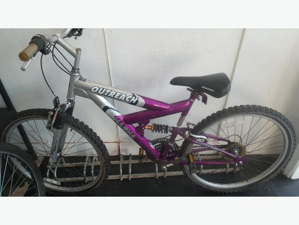 Magna Outreach full suspension ladies mountain bike £35
