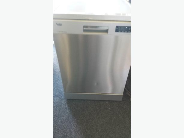 Beko Select Full size 60cm Stainless Steel Freestanding Dishwasher
