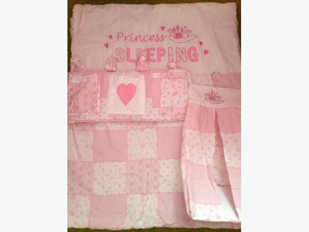 cot/cot bed quilt, nappy stacker and cot tidy