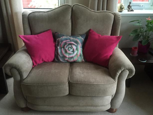 Small 2 seater high-backed settee