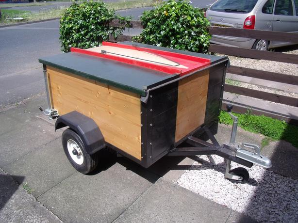 trailer with lockable cover