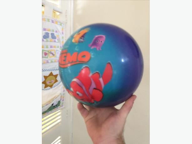 Finding nemo bowling ball and bag