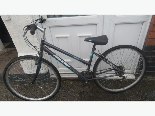 Raleigh Alana ladies hybrid commuter/tourer bike £50