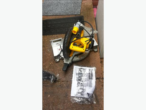 DEWALT DW713 10-Inch Compound Miter Saw 110V Brand New