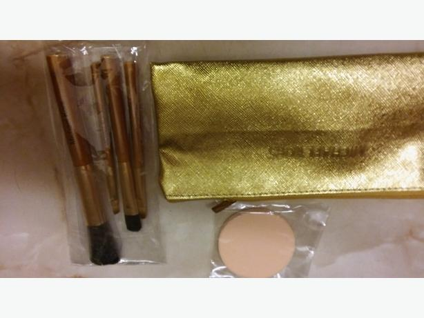 Michael Kors make up bag & brushes