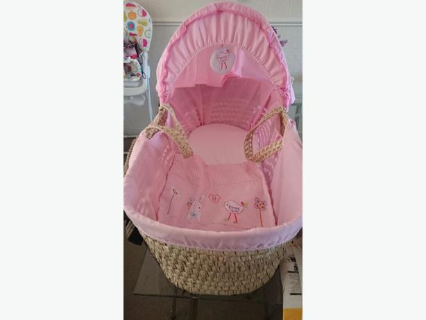 girls moses basket and 2 fitted sheets