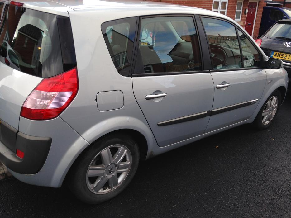 renault megane scenic 2l 16v 11 month mot bargain walsall wolverhampton. Black Bedroom Furniture Sets. Home Design Ideas