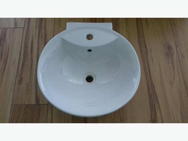 bathroom/cloakroom sink