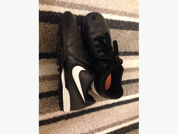 nike astro turf childrens size 13