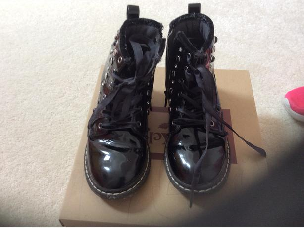 GIRLS LELLIE KELLY DOC MARTIN TYPE BOOTS