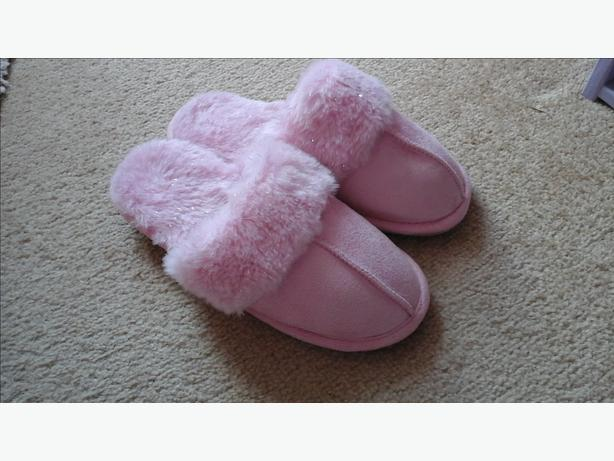 Size 1-2 girls slippers, pink and sparkly