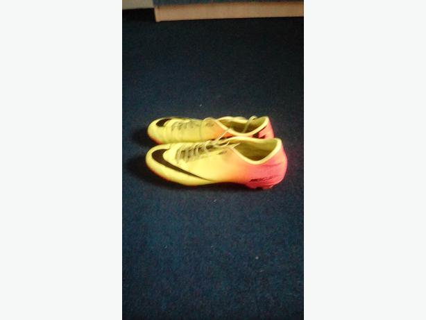 Men's size 10 and 11 football boots