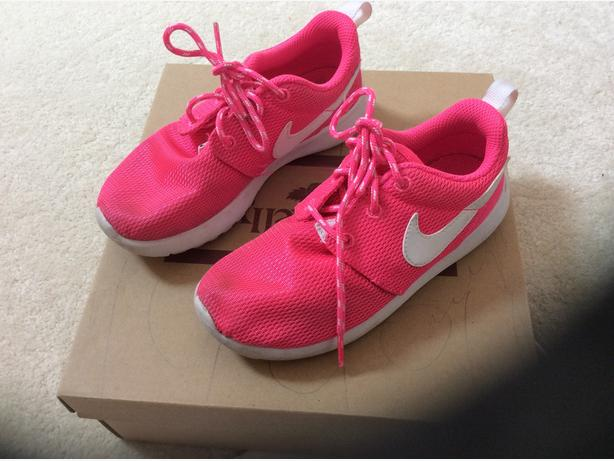 NIKE GIRLS TRAINERS size 11.5