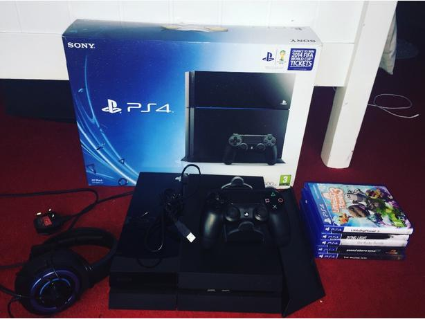 PS4 Black 500GB £260 ONO EXCELLENT CONDITION WITH GAMES BUNDLE