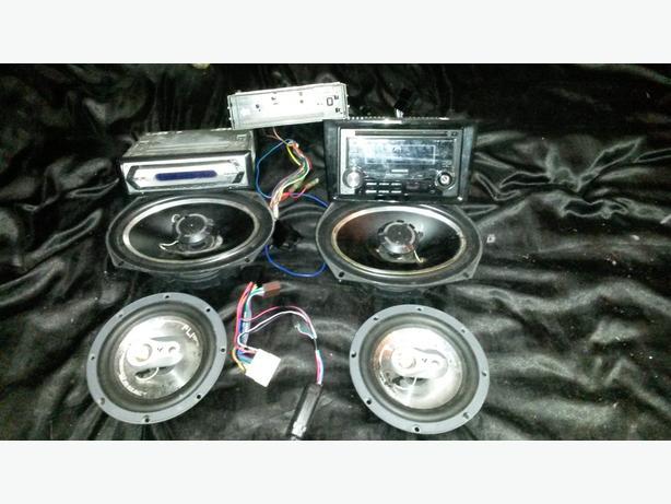3 stereos 2 6x9 2 door speakers