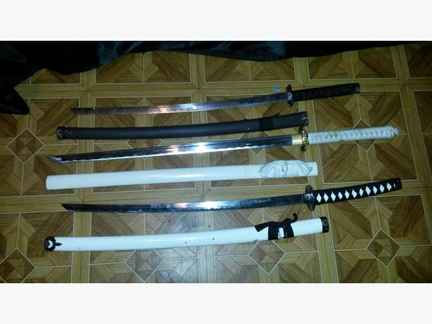 3 samurai swords