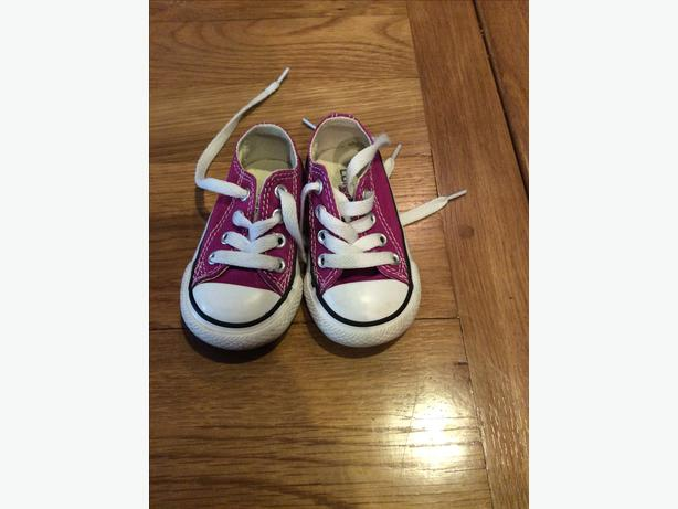 Girls infant size 4 Converse.