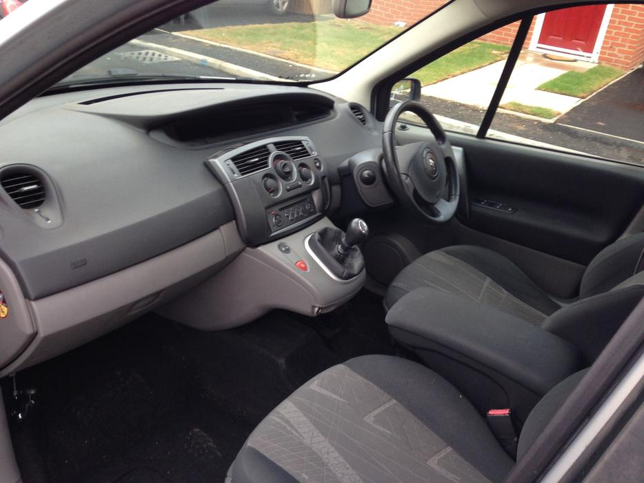 renault megane scenic 54 plate 2l 16v 11 month mot bargain walsall wolverhampton. Black Bedroom Furniture Sets. Home Design Ideas
