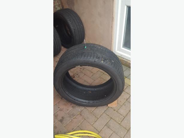 275 40 20 tyre