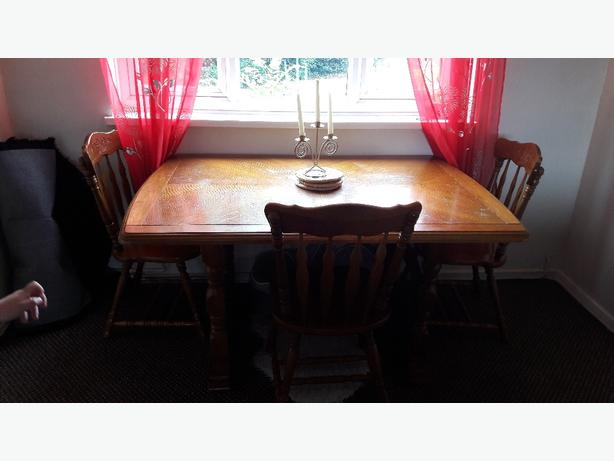 FOR TRADE big oak table and 4 chairs