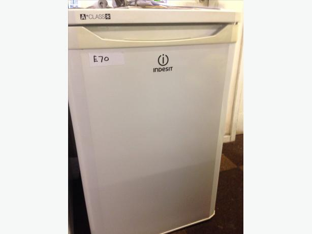 INDESIT UNDER COUNTER FRIDGE WITH SMALL FREEZER BOX