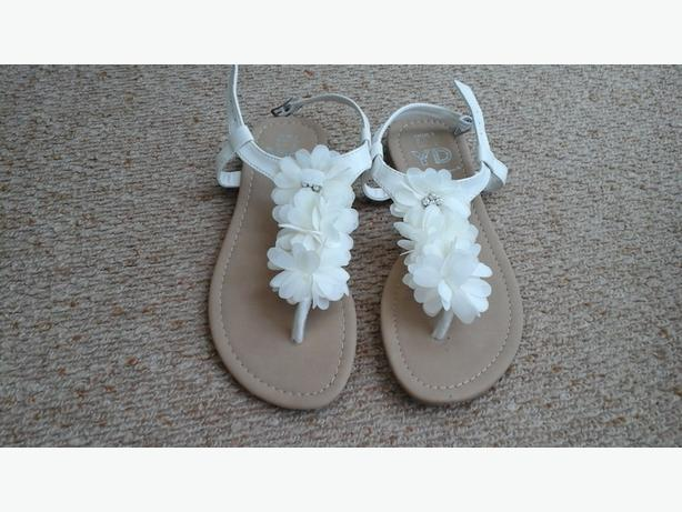 Size 3 Toe post sandals