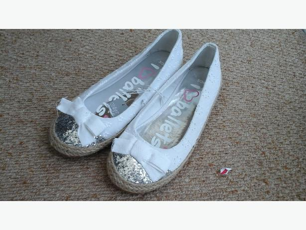 Size 3 Girls white and silver ballet pump - new with tags