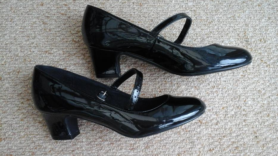 Girls Size 3 Black Patent Heeled Shoe Halesowen Dudley