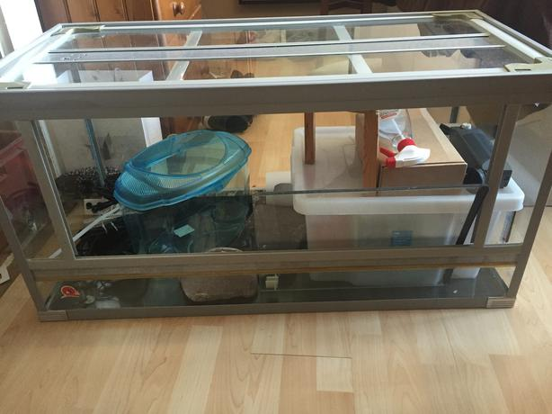 3 foot vivarium fully equipped to hold a bearded dragon